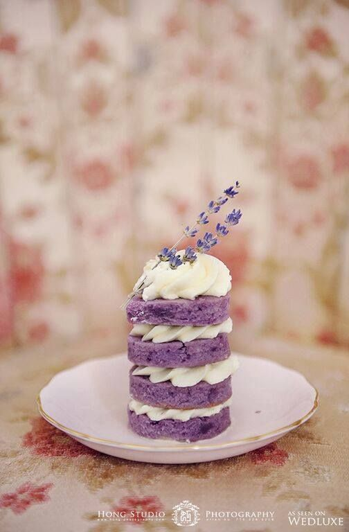 Aeyra Cakes knows how to make a lovely mini naked cake with delightfully smooth buttercream