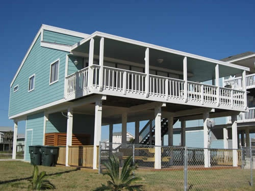 Style of Future Retirement home (probably in Mississippi on water inlet to fish and grab the go inside and rest when we are tired.  Crawfish and crab boils in space under house.  Love it!!!!!!!
