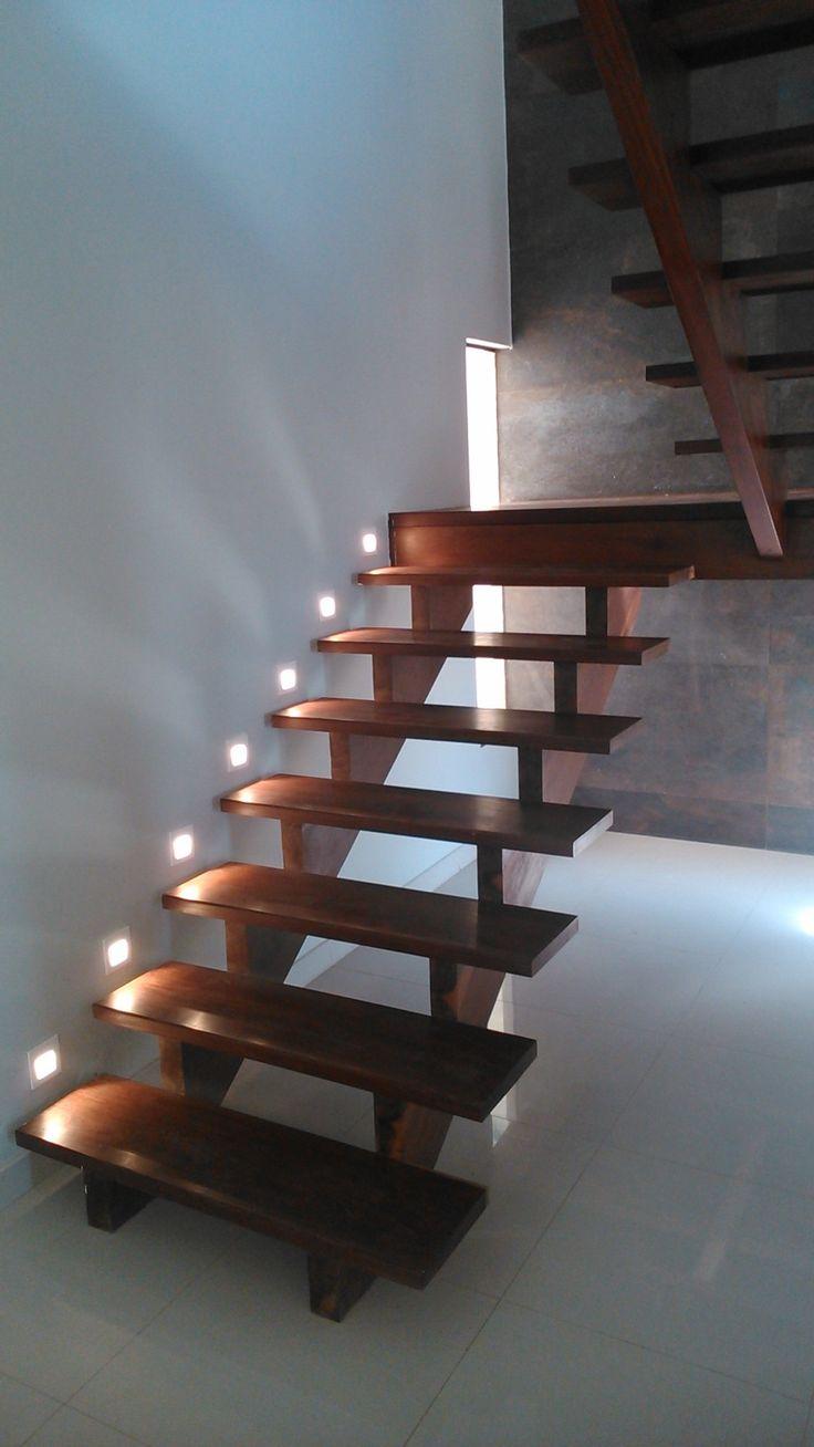 Escada Em Madeira Com Ilumina 231 227 O Por Balizadores