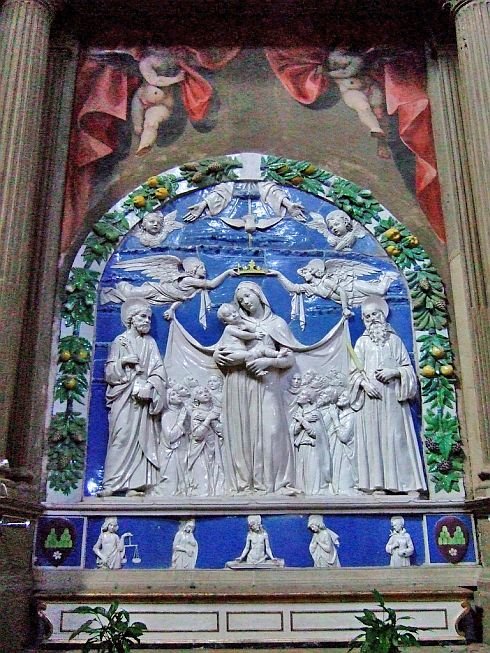 http://www.cult-turist.ru/img/6753_orig.jpg Ареццо. Санта-Мария-ин-Гради. Майолика «Мадонна Милосердия» работы Андреа делла Роббиа.