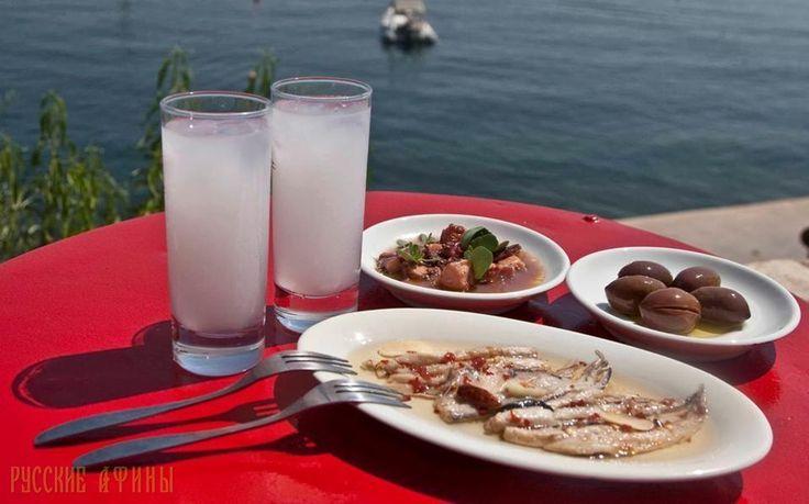Греки обращаются к традиционным, дешевым спиртным напиткам http://feedproxy.google.com/~r/russianathens/~3/h-8q6PPFiGA/21577-greki-obrashchayutsya-k-traditsionnym-deshevym-spirtnym-napitkam.html  Традиционные греческие спиртные напитки, такиекак раки, узо и ципуро привлекают все больше пьющих в Греции, поскольку являются более доступными вфинансовом отношении из-за кризиса - показали данные последних исследований, которые обнаружили, что чем дешевле напиток, тем он стал предпочтительнее…