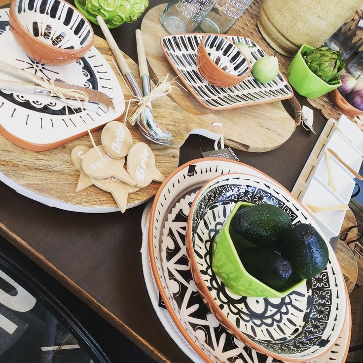Stunning black & white ceramic platters & bowls made in Portugal #black #white #kitchen #entertaining #homewares #quinceyjac