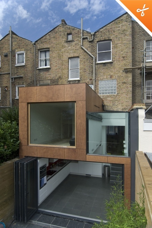 London extension.. http://www.ukbifold.co.uk for bifolding doors like this one.