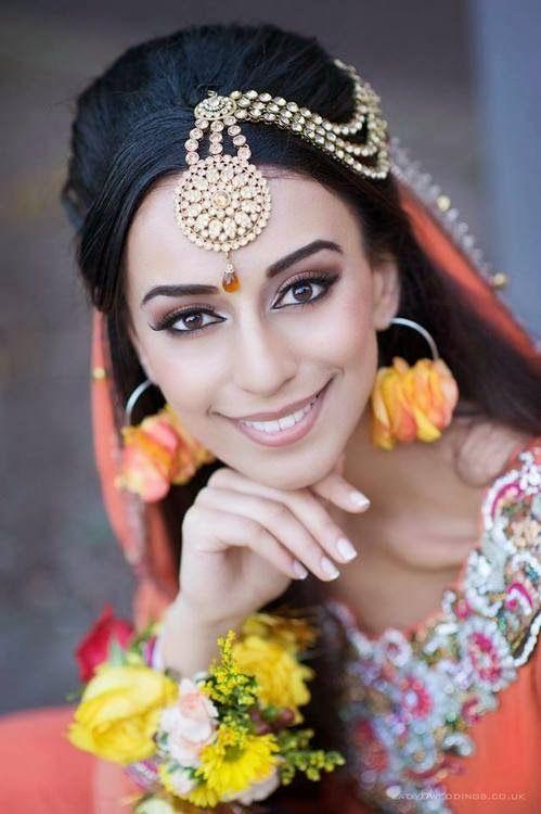 tikka maang gold by Lady D Weddings - More here: http://www.indianweddingsite.com/10-maang-tikka-jhoomar-looks/