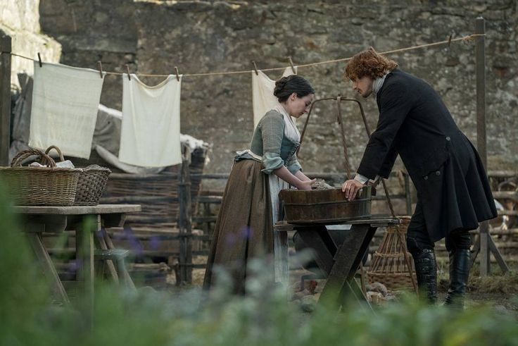 """476 Likes, 2 Comments - Italian Outlanders (@outlander_world) on Instagram: """"New #Outlander 3x08 still with #LauraDonnelly and #SamHeughan as #JennyMurray and #JamieFraser .…"""""""