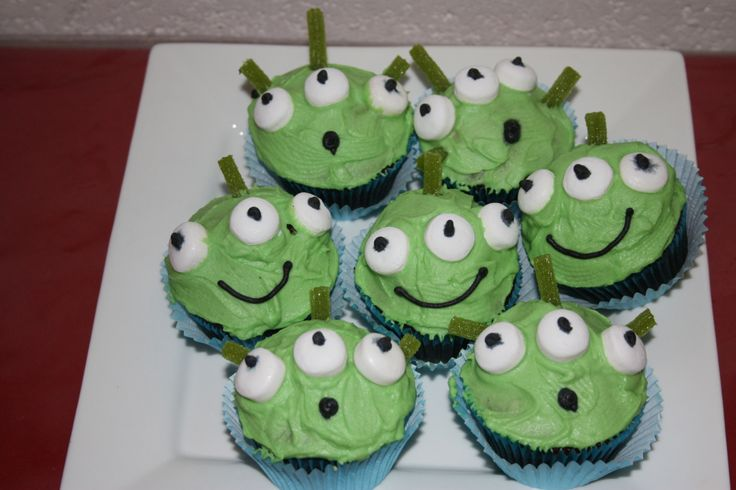 Jaden had a Toy Story party when he turned 3 so we did Martian cupcakes! I was 8 months pregnant with his little sister so I wasn't feeling particularly energetic!!!