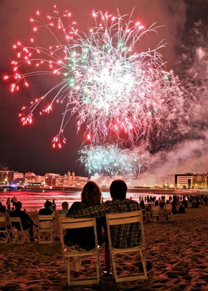 Fuegos artificiales en el cielo de Donostia. Semana grande San Sebastián Donostia 2012