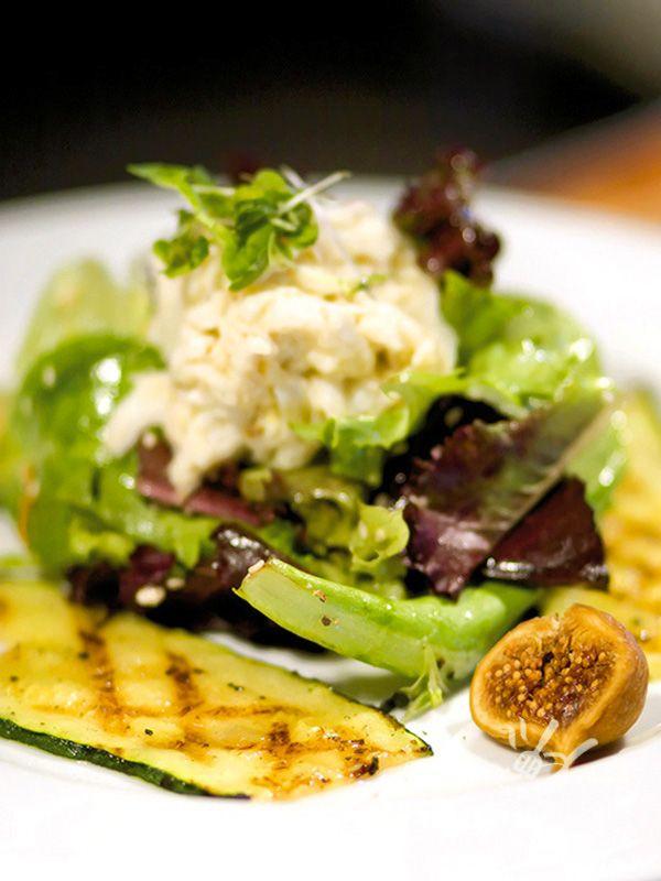 Rucola, caprino, scalogno, fichi e semi di sesamo rendono l'Insalata fresca del gourmet un tripudio di verdure e ingredienti nutrienti, irresistibile!