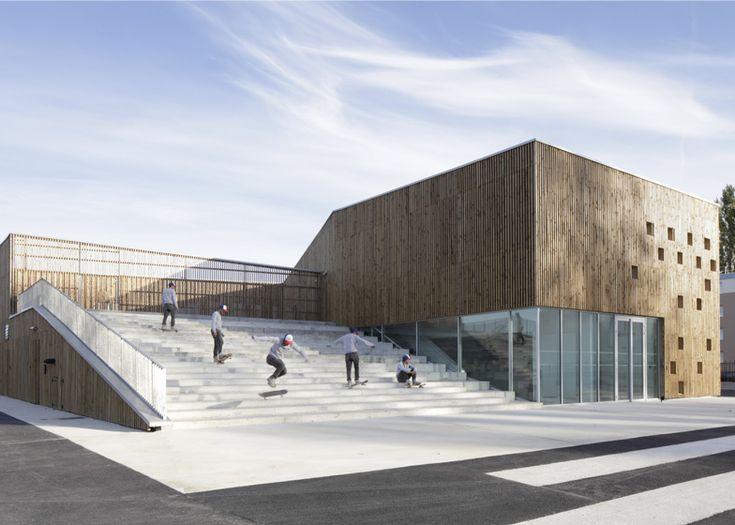 trap is stedelijke ruimte, natuurlijk gevelmateriaal; Cultureel centrum in Nevers door Atelier O-S Architectes