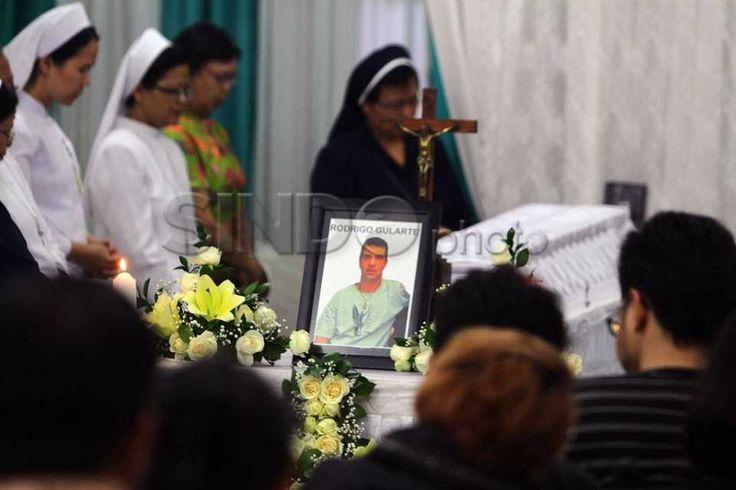 Jenazah Terpidana Mati Asal Brazil Rodrigo Disemayamkan di St Carolus http://sin.do/exYC  http://photo.sindonews.com/view/12293/jenazah-terpidana-mati-asal-brazil-rodrigo-disemayamkan-di-st-carolus