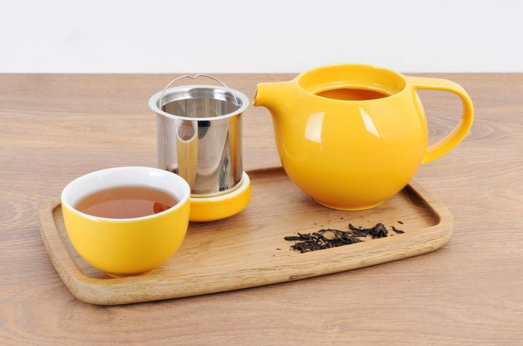 Egg cup & pro tea teapot in yellow