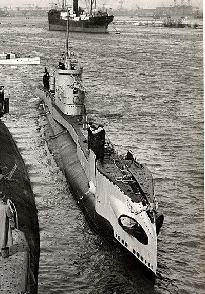 Hr. Ms. Dolfijn (1948) - History of submarines - Wikipedia, the free encyclopedia