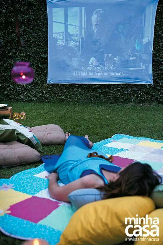 Cinema ao ar livre no quintal