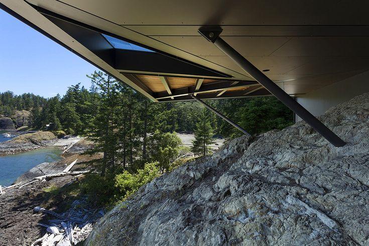 Cliffside Ocean Residence Dramatically Adapted to an Irregular Terrain: Tula House 24