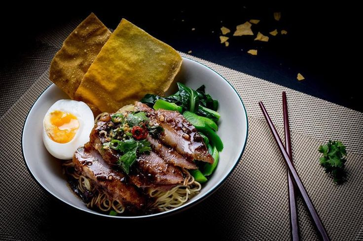 Springy egg noodles served with slices of grilled pork collar (springy, with charred edges), a lava egg, two massive deep-fried wonton sheets and pak choy. Topped with a special house teriyaki glaze, leaves of fresh Thai cilantro, slices of green and red bird's eye chilies.