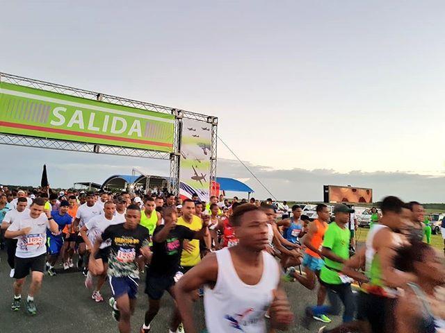 Inicia nuestra Carrera 10K y 5K! #70AniversarioFARD #VolandoBajitoFARD