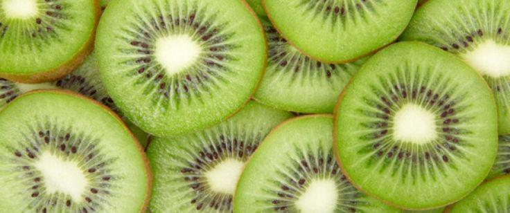 Antioxydant, faible en calories, riche en vitamine C et en potassium, le kiwi apporte, en plus de ses nombreux bienfaits nutritifs, une touche acidulée à vos repas. Laissez-vous tenter !