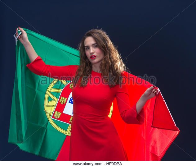 beautiful-brunette-woman-with-flag-of-portugal-toned-image-hf9dpa.jpg (632×540)