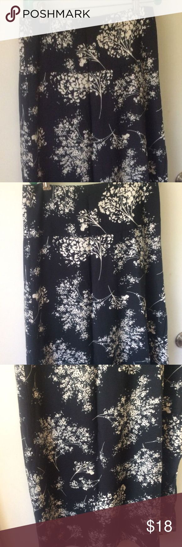 "Banana Republic Womens Petite 2 Maxi Skirt Black Banana Republic maxi skirt size 2 petite...black with white/ivory floral pattern...back zipper lined wide waist side slit..preowned gently worn  14"" waist  38"" length Banana Republic Skirts Maxi"