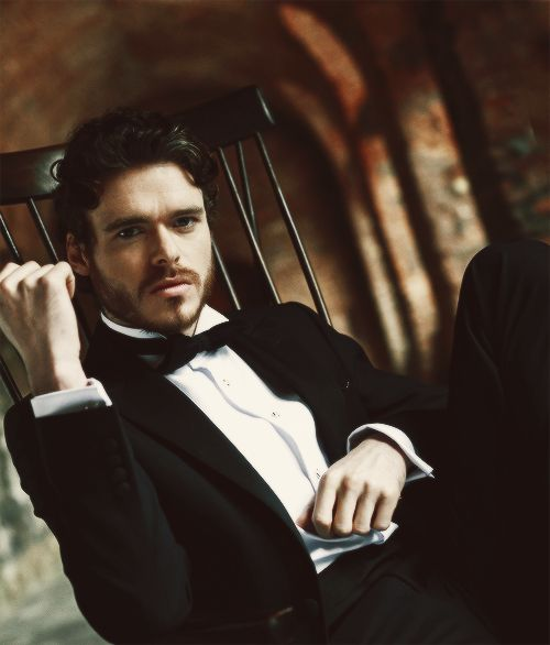Thursday Oh Yeah ! : Richard Madden, 10 anecdotes lupines | ParisianShoeGals