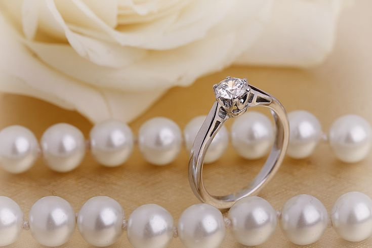 Inel de logodna cu diamant - RD071W - Inel de logodna aur alb 18kt cu un diamant rotund brilliant în setare cu 6 gheare pe www.royaldiamante.ro