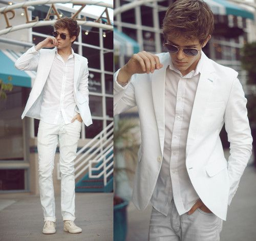 white trousers, a white shirt, hat and all white shoes All-White Looks With Shorts If it's hot, put on a white shirt or t-shirt and white shorts, this is a great idea for a hot day or to go to the beach.