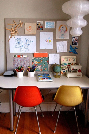 A long table is perfect for multi-desk use. / Image via The Creative Mama blog http://thecreativemama.com/displaying-your-childs-artwork