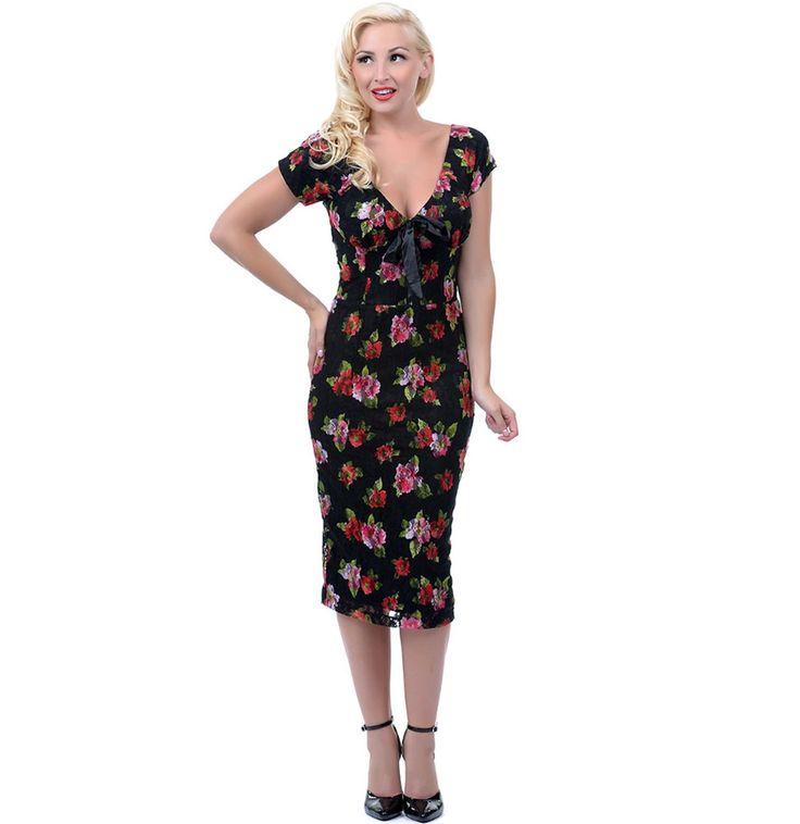 retro kleding Cecilia Flowers Dress  Retro jurk van Bettie Page Clothing in zwart met bloemen print. Jurk is gemaakt van stretch kant en volledig gevoerd. Kap mouwtjes, een lage v-hals met satijnen strik op de buste en ritssluiting op de rug.