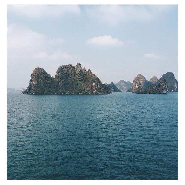 Se réveiller sur la baie d'Along...magique!  #travel #trip #vietnam #baiedalong #patrimoinemondial #paindesucre #jonque  #lovetrotteurs #tripinasie #goodtime #happy #lifestyle #break