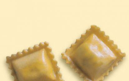 Ravioli al prosciutto - La ricetta dei ravioli al prosciutto è facile e veloce, un ottimo primo piatto alternativo alla classica pasta al pomodoro, una portata sfiziosa e molto gustosa