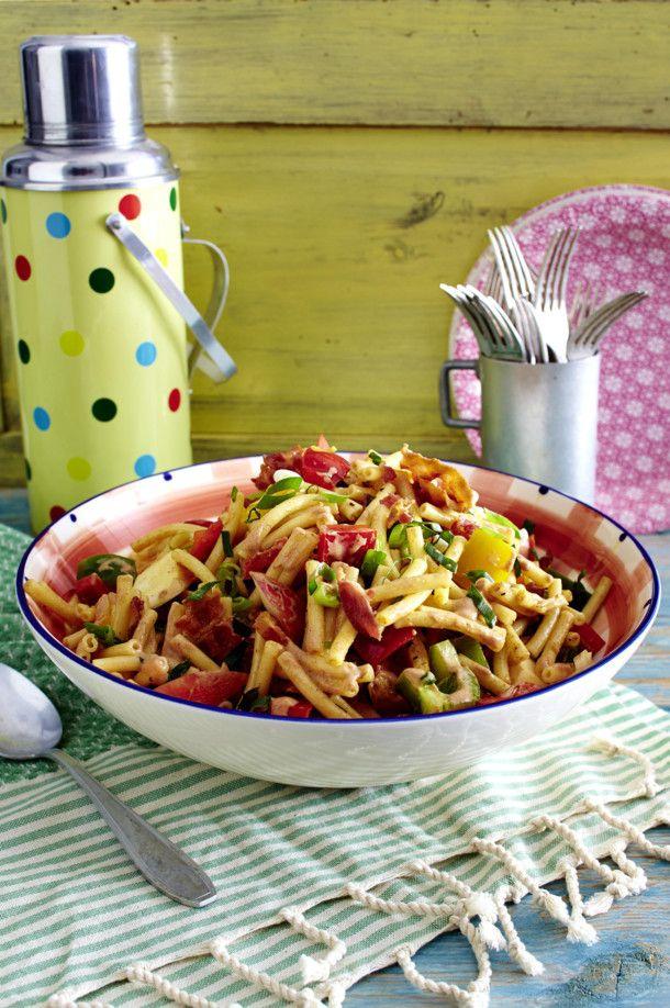 Unser beliebtes Rezept für BBQ-Pasta-Salat und mehr als 55.000 weitere kostenlose Rezepte auf LECKER.de.