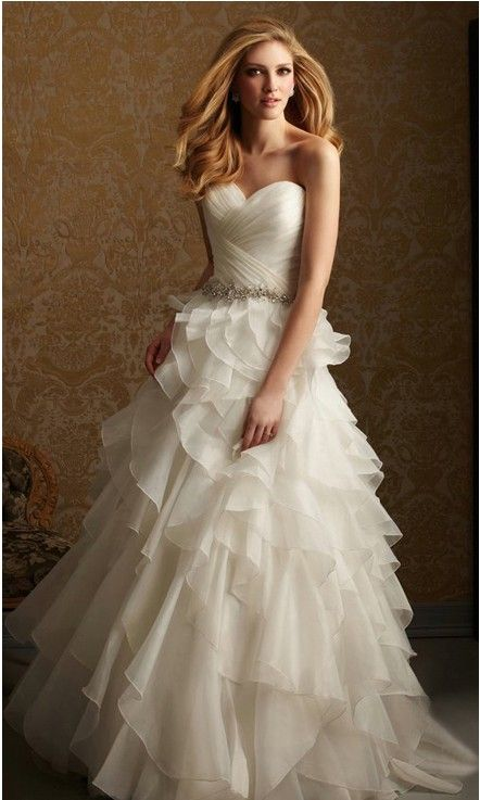 this is my wedding dress!!!!!!! I <3 it so much!!!!