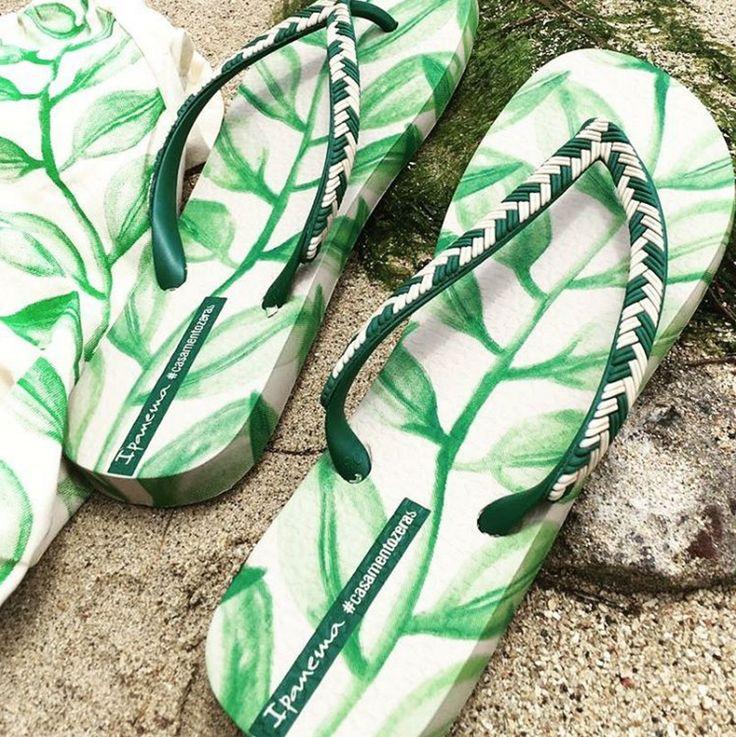 As sandálias Ipanema como lembrança do casamento de Helena Bordon e Humberto Meirelles em St Barths.