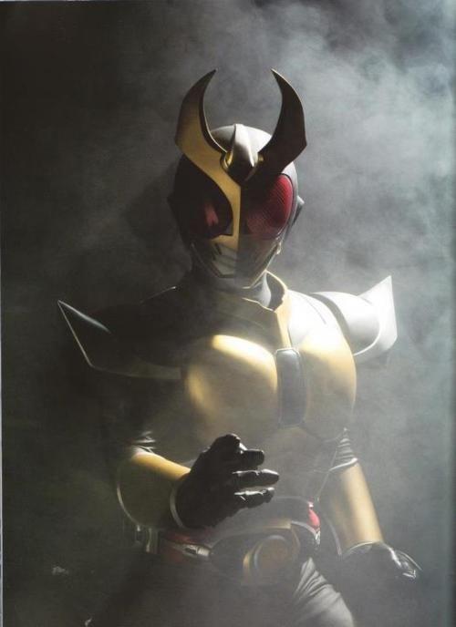 Kamen rider Agito (Veja como o ouro funciona ao lado do vermelho e preto)