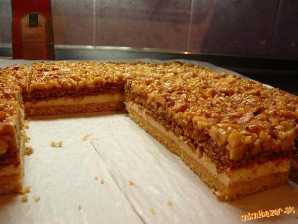 Medovo-orechový koláč.
