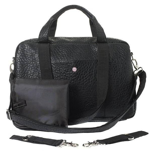 Nieuw in de ATF collectie is de Mommy Bag. Een luier- en laptoptas in 1. Deze luiertas is van alle gemakken voorzien. De pink voering is volledig vuil- en waterafstotend en de tas heeft veel vakken voor alle benodigdheden.
