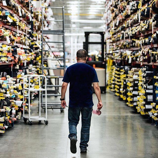 昔ながらのテーラリングと最新の技術が見事に融合する、サウスウィックの製造拠点。ブルックス ブラザーズのテーラリング技術や製造にまつわる貴重な歴史が、この場所に集約されているのです。 The largest and most modern of our three American factories, our Southwick suiting facility is in many ways the crown jewel of Brooks Brothers' American manufacturing footprint. #BrooksBrothers #MakeItInAmerica #ブルックスブラザーズ