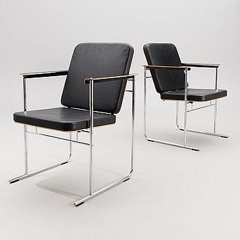 """YRJÖ KUKKAPURO, nojatuoleja ,2 kpl, """"Skaala 472"""" Avarte, 1900-luvun loppu."""