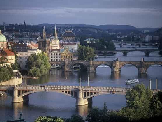 Die Moldau mit ihren Brücken - Foto