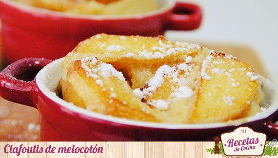 Clafoutis de melocotón, un sencillo postre individual -  En verano, disfrutamos de una gran variedad de fruta de temporada en el mercado. Elaborar batidos o incorporarla en postres tan sencillos como este clafoutis, es una buena opción para no aburrirnos de servirla siempre de la misma manera. Este postre de inspiración francesa, una sencilla c... - http://www.lasrecetascocina.com/2013/09/29/clafoutis-de-melocoton-sencillo-postre-individual/