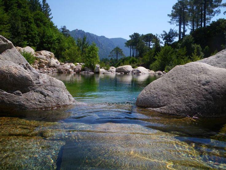 Corsica - Fleuves et Rivieres Corse --- Le Cavo est un petit fleuve côtier de la Corse-du-Sud et se jette dans la mer Tyrrhénienne.La longueur de son cours d'eau est de 21,9 km.Dans sa partie haute, pour l'Institut national de l'information géographique et forestière, le Cavo s'appelle le ruisseau de Sainte-Lucie, puis le ruisseau de Finicione. Il prend sa source à 1 km au nord-est du Puntacci (1 221 m), à l'altitude 950 m, dans la forêt territoriale de l'Ospedale, sur la commune de Zonza.