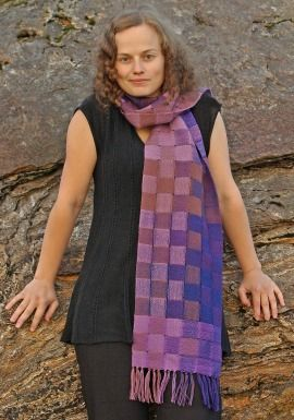 Scarf, purple shades, 100 % wool. Double weaving technique. www.atelierstellaria.no