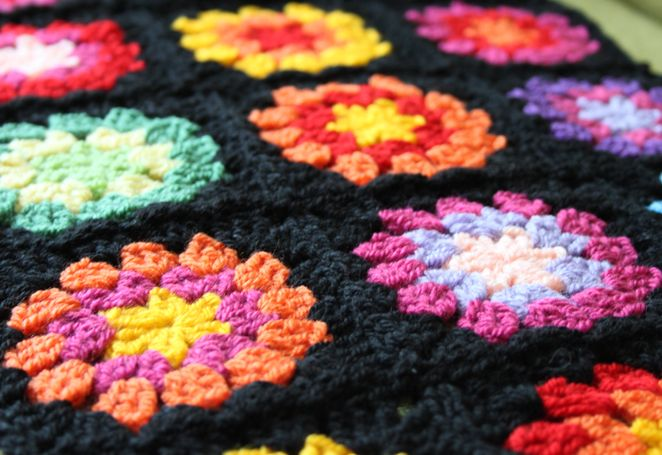 A new tutorial on Nittybits: the Seventies Granny Square Blanket (including joining as-you-go)