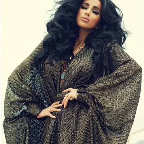 Fabulous Dubai fashionista! Love the slightly metallic olive fabric and her fabulous Arabian princess hair!