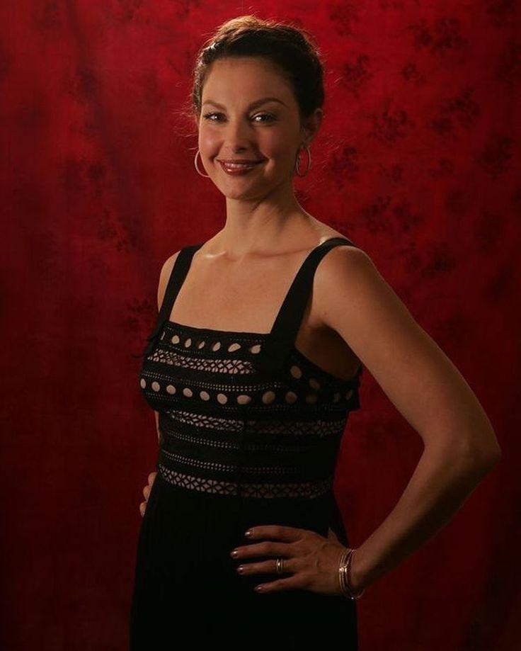 """10 Likes, 1 Comments - ʏᴀsıɴ ᴀᴋʜᴍᴇᴅoᴠ (@yasin___85) on Instagram: """"Ashley Judd – 49 yash! 90ci illerin meqa-starlardan idi ⭐️🎞evveller sari sacla gorunurdu filmlerde,…"""""""