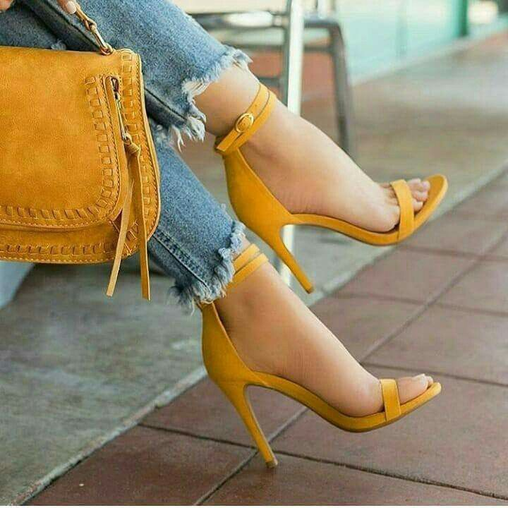 Suede mustard pumps. Yellow heels with