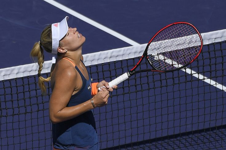 Fourth-seeded Simona Halep lost to 28th-seeded Kristina Mladenovic of France, 6-3, 6-3.