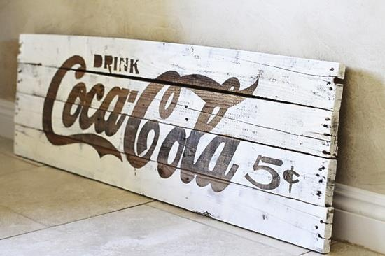 DIY Project - How to make old rustic painted signs for parties and decorations.    http://www.lilblueboo.com/2012/09/how-to-make-a-diy-rustic-palette-sign.html