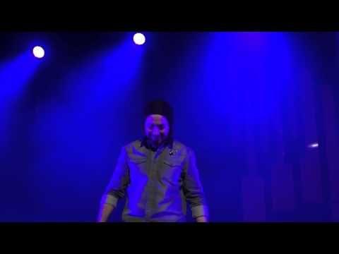 ▶ Avi Kaplan Overtone Singing Lion Sleeps Tonight - Pentatonix Orpheum Los Angeles 3-2-2014 - YouTube