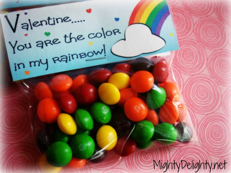 Mighty Delighty: Valentine...You are the Color in My Rainbow Printable Tags Uses mm's, skittles, froot loops, etc